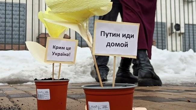 Фото: Акции в поддержку крымскотатарских активистов 01