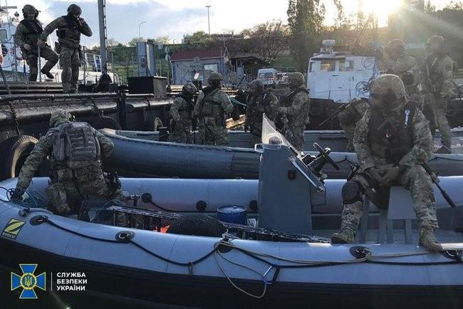 Фото: Антитеррористические учения в Черном море 01