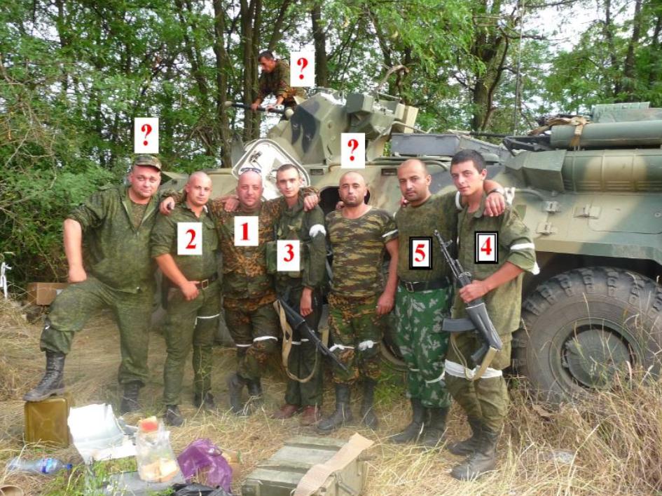 Фотография российских воинов, которая была найдена в альбоме на странице социальной сети у одного участников агрессии против Украины