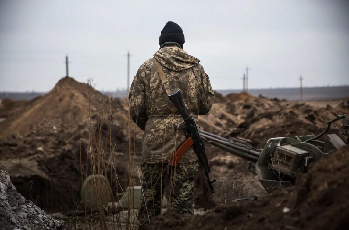 фото: военный на Донбассе